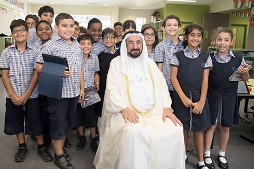 حاكم الشارقة يشهد حفل تخريج الدفعة الأولى من برنامج تطوير معلمي الحضانات الحكومية بالإمارة
