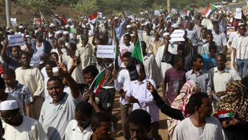 تجدد الاحتجاجات في الخرطوم ومدينتين أخريين