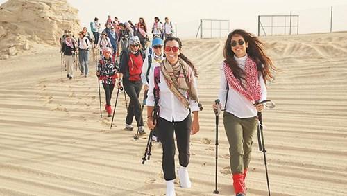 جانب من استعدادات مسيرة النساء التراثية (من المصدر)