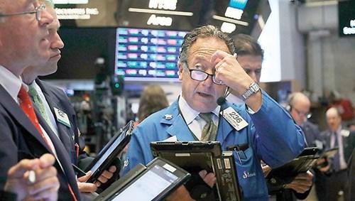 المستثمرون يسحبون 20 مليار دولار من الأسهم style=