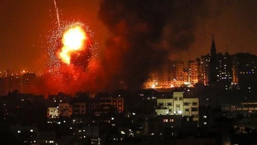 طائرات الاحتلال الإسرائيلي تقصف غزة