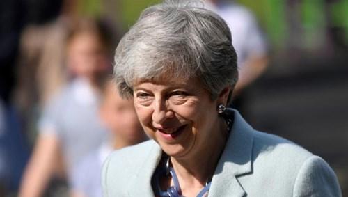 توقعات بإعلان استقالة رئيسة الوزراء البريطانية الجمعة