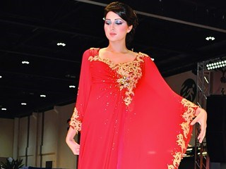 4854deb42 تصاميم جديدة في عالم الأزياء تتألق بأبوظبي - صحيفة الاتحاد