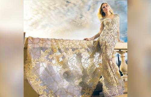4dd01df40 فساتين سهرة ملوكية بطابع رومانسي - صحيفة الاتحاد