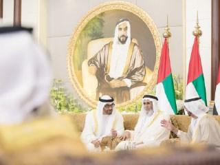 ولي عهد أبوظبي يتقبل تهاني الشيوخ والوزراء  وكبار رجالات الدولة والمواطنين والمقيمين