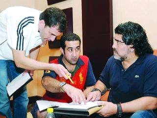 ملفات لاعبي الوصل طاولة مارادونا 30a-na-47172.jpg