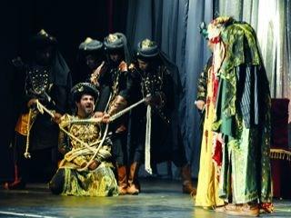 العرض المسرحي جاء تلبية لدعوة السفير الاماراتي في رومانيا