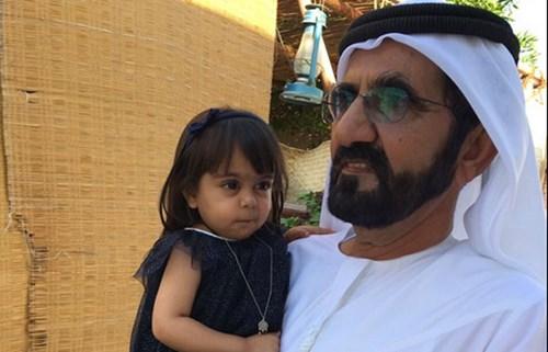 نتيجة بحث الصور عن بالفيديو.. هل هذه أظرف معايدة تلقاها الشيخ محمد بن راشد في عيد ميلاده؟