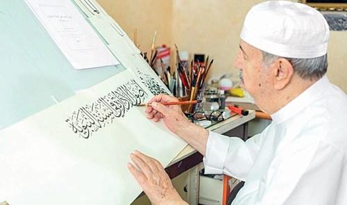 عثمان طه.. نصف قرن من كتابة المصحف