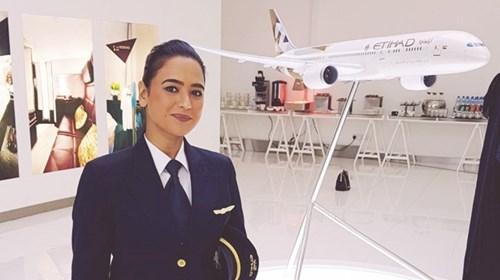 طيارون إماراتيون يحلقون بوطنيتهم وإنسانيتهم إلى العالم