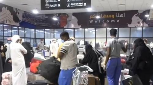الإمارات تسهل عودة 100 يمني إلى بلدهم
