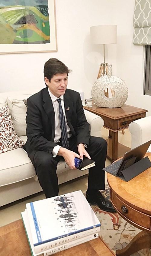 السفير البريطاني لدى الدولة: مساعدات الإمارات تجسد عمق الصداقة بين بلدينا