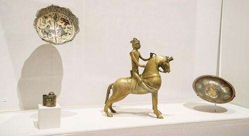 متحف اللوفر أبوظبي في بيتك