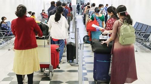 إقلاع أول رحلتين من الإمارات للهند لإجلاء 350 شخصاً عالقين بسبب «كورونا»