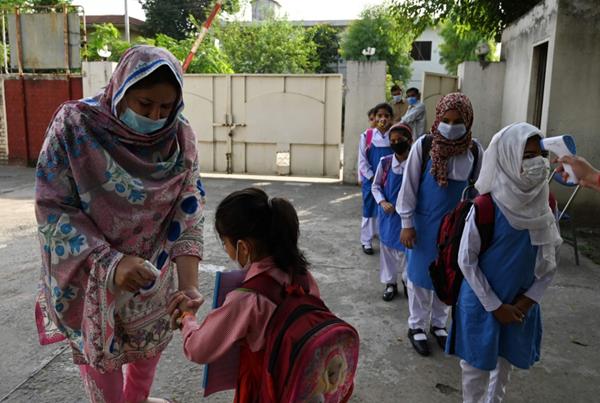 أكثر من 100ألف إصابة و2427 وفاة بكورونا في الهند